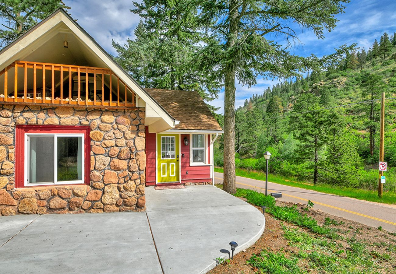 Cottage in Cascade - The Chipita Park Cabin