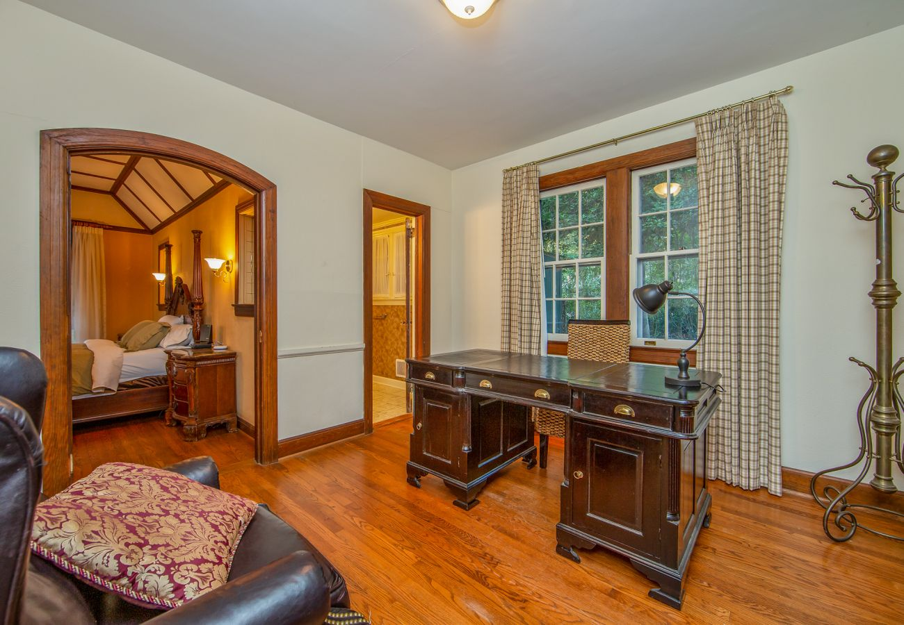 Cottage in Southern Pines - The Tudor Cottage