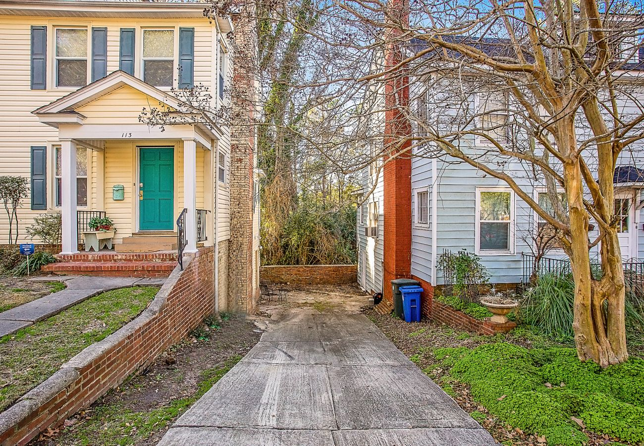 Townhouse in Fayetteville - The Woodside Guest House