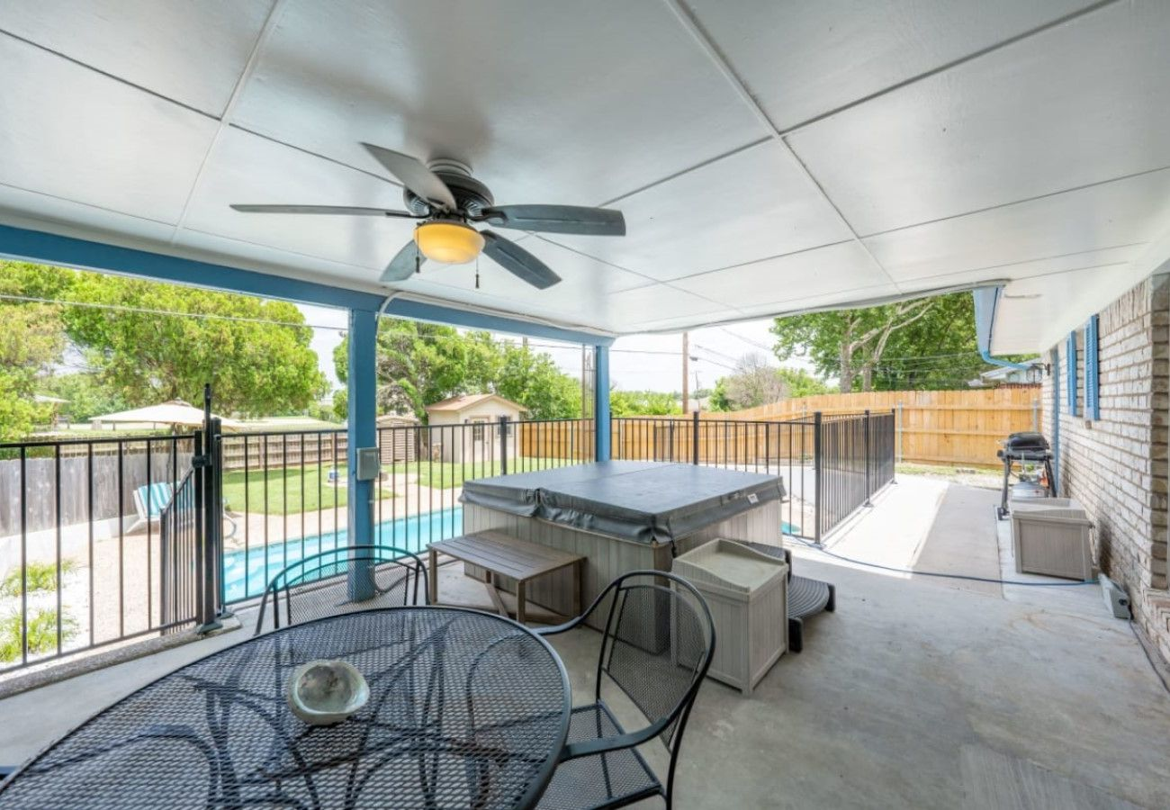 House in Killeen - The Breezy Blue View