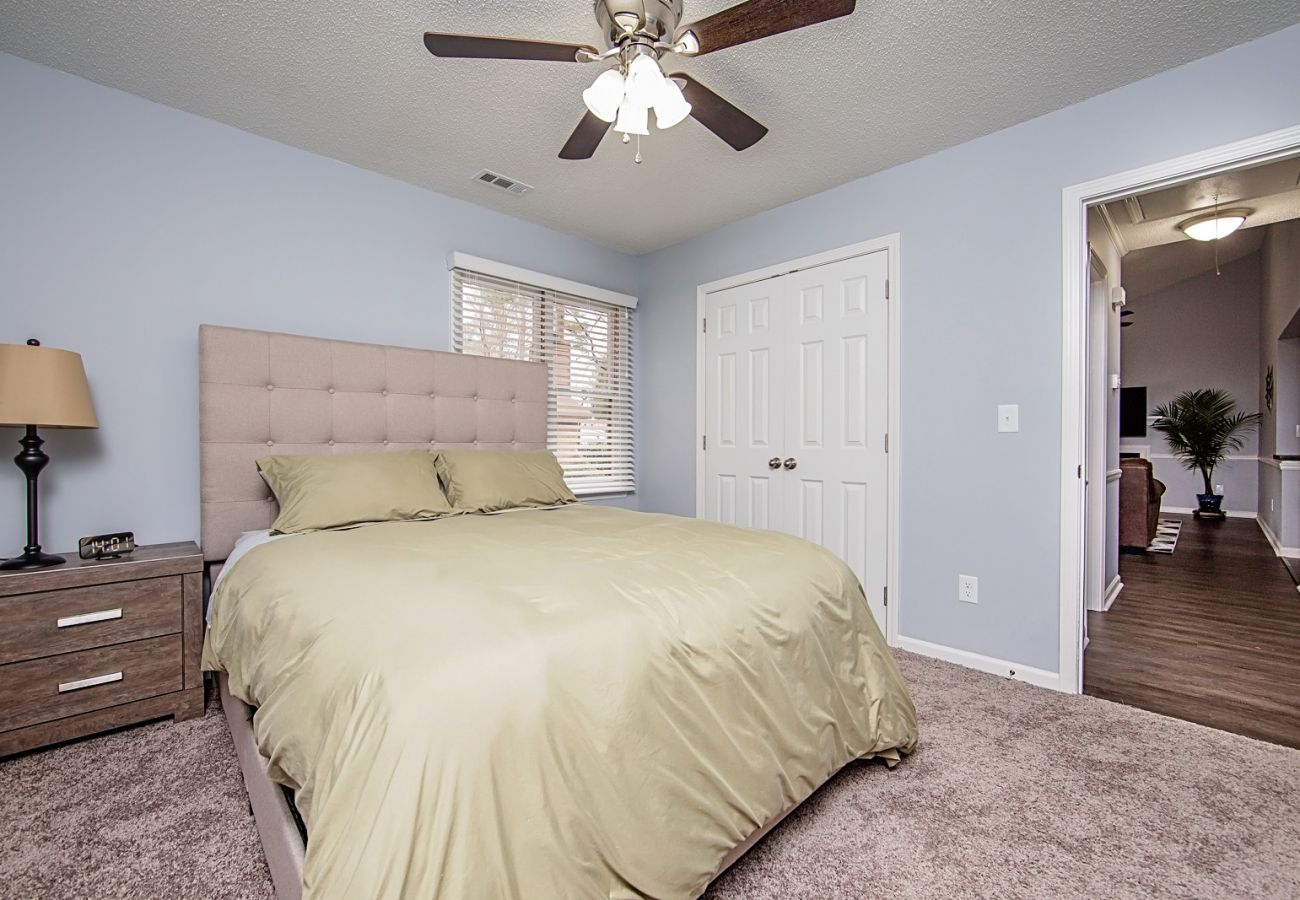 Apartment in Fayetteville - The Girard Guest House